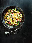 Gegrilltes Hähnchen mit rotem Reissalat und Mango-Dressing