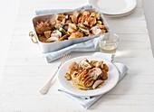 Kalbfleisch mit Steinpilzen und Speck-Rosmarin-Fächerkartoffeln aus dem Ofen