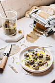 Hanfsamen-Tortellini mit Zitronenspinat und Ricotta