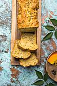 Veganes Brot mit Hokkaido-Kürbis, Leinsaat und Kürbiskernen