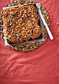 Bier-Brownies mit Karamell, Haselnüssen und Brezeln