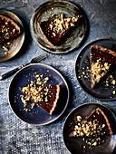 Schokoladentarte mit salzig karamellisierten Walnüssen