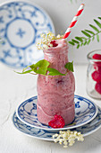 A raspberry smoothie with elderflower