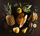 Stilleben mit gelbem Obst