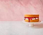 Victoria Sponge Cake mit Himbeeren