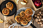 Cinnamon rolls with apple and walnuts