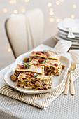 Rosmarin-Lasagne mit Rindfleisch, Maroni und Rohschinken