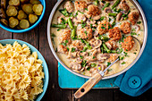 Meatballs with mushroom sauce and green beans