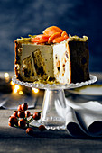 Stuffed panettone with lime and papaya mousse