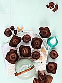 Schokoladenmuffins mit Fudge zum Tee