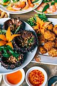 Seeigel mit Chilisauce zum Lunch (Vietnam)