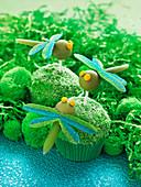 Grün-blaue Libellen-Muffins für den Kindergeburtstag