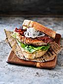 Chicken Caesar Burger mit Bacon