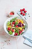 Salad with courgette noodles, raspberry and mini mozzarella
