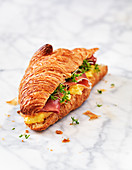 Oven croissant with ham and cheese