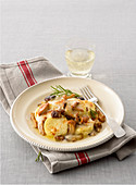 Semolina gnocchi gratin with salsiccia and mushrooms