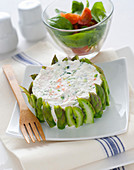 Ricotta and vegetable cream in an asparagus ring