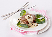 Tournedos with goat's cheese sauce and green peppercorns