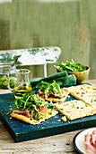 Olivenöltarte mit Prosciutto und Pesto