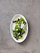 Avocadosalat mit Heidelbeeren