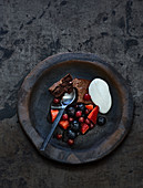 Brownies with marinated berries and vanilla quark