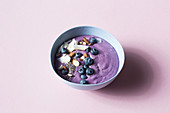 Blueberry smoothie bowl (keto cuisine)