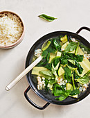Pikante Gemüsesuppe mit Garnelen (Thailand)