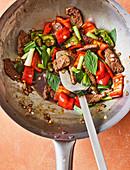 Thailändischer Rindfleisch-Paprika-Wok