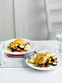 Fischfilets mit Zitronenkruste auf mediterranem Gemüse