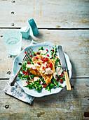 Putenschnitzel mit Rucolasalat und Granatapfelkernen