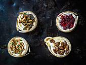 Camembert mit verschiedenen Toppings