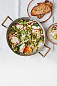 Baked Eggs mit Rosenkohl und Spinat