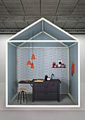 Gestaltungsidee für den Küchenbereich mit schwarzer Spüle vor blau-roter Mustertapete