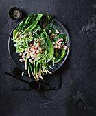 Marinierter Zitrus-Schwertfisch mit Frühlingszwiebeln und Salat