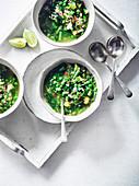 Vietnamesische grüne Gemüsesuppe