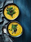 Dal-Suppe mit roten Linsen und Tarka-Broccoli (Indien)