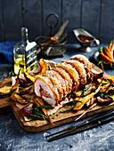 Gefüllter Schweinerollbraten mit Röstgemüse