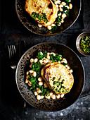 Selleriesteak mit Bohnen und Salsa Verde