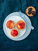 Fruit tartlets with lemon cream