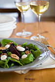 Salad of spinach and caramelized beets