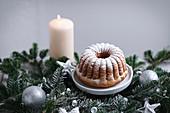 Weihnachtlicher Mini-Guglhupf mit Puderzucker