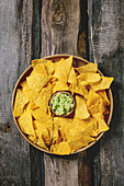 Tortilla Chips mit Guacamole