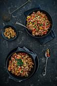 Couscous mit Gemüse, Mais und Koriandergrün