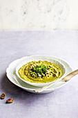 Broccoli-Pistazien-Pesto im Schälchen