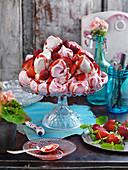 Erdbeerbaiser mit Erdbeersauce