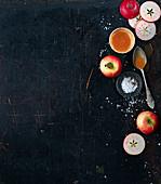 Rote Äpfel, Karamellsauce und Meersalz