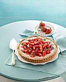Strawberry tart with red wine cream