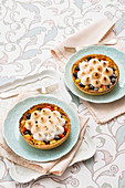 Fruit tarts with meringue topping