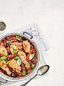 Hähnchen Cacciatore mit rotem Paprika und Oliven
