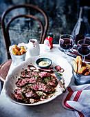 Onglet Steak mit Rotweinschalotten im Bistro